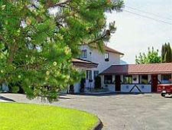 Bavarian Orchard Motel