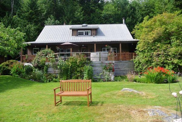 Sailcone's Grizzly Bear Safari Lodge