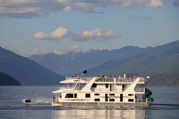 Shuswap Lake Vacations/Twin Anchors Houseboat Vacations