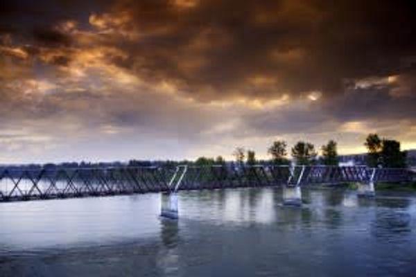 Fraser Bridge Inn & RV Park